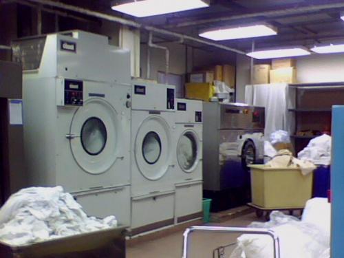 6126ffdc36bca7dab227a233737ab28f - Xưởng giặt cần chọn những sản phẩm máy giặt công nghiệp nào cho phù hợp ?