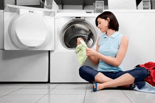 kinh nghiem su dung may giat - Những mẹo mà giúp chúng ta giặt áo trắng hiệu quả