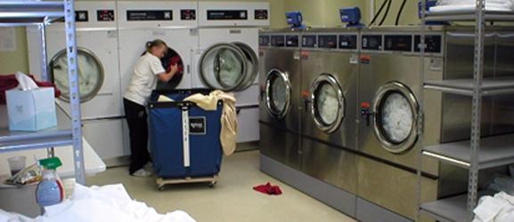 mo hinh xuong giat - Nên chọn máy giặt công nghiệp cũ hay máy giặt công nghiệp mới