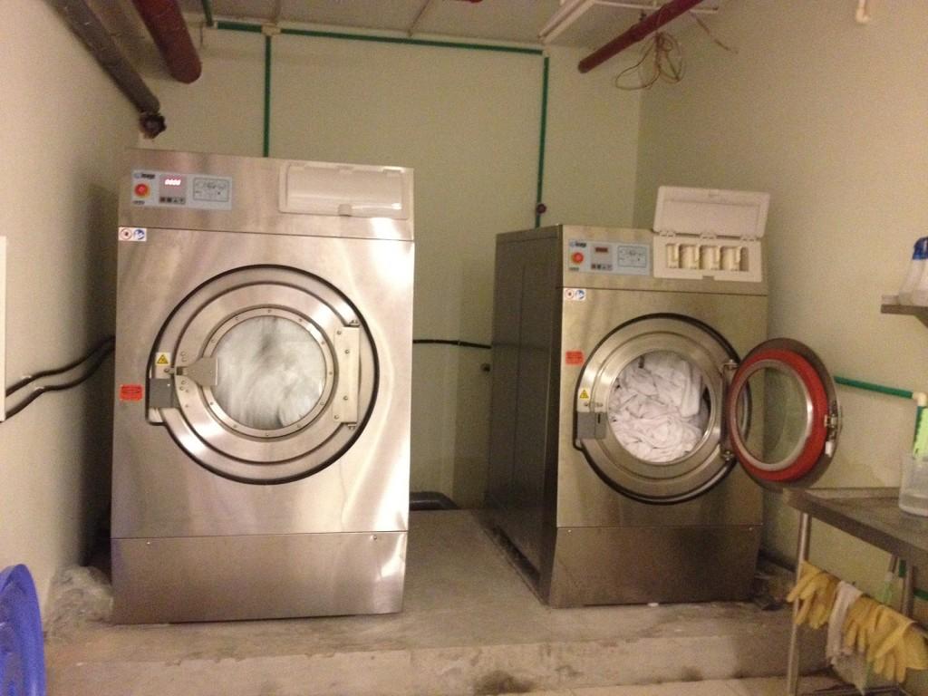 may giat cong nghiep image 2 1024x768 - Máy giặt công nghiệp sử dụng trong gia đình được không ?