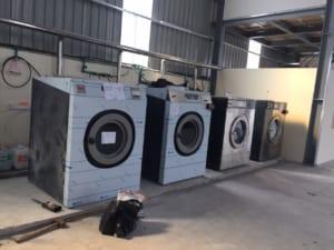 may giat cong nghiep tot 1 300x225 - Máy giặt công nghiệp 15kg, 20kg, 30kg, 40kg, 50kg giá bao nhiêu ?