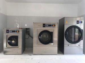 may giat cong nghiep tot 3 1 300x223 - Máy giặt công nghiệp 15kg, 20kg, 30kg, 40kg, 50kg giá bao nhiêu ?